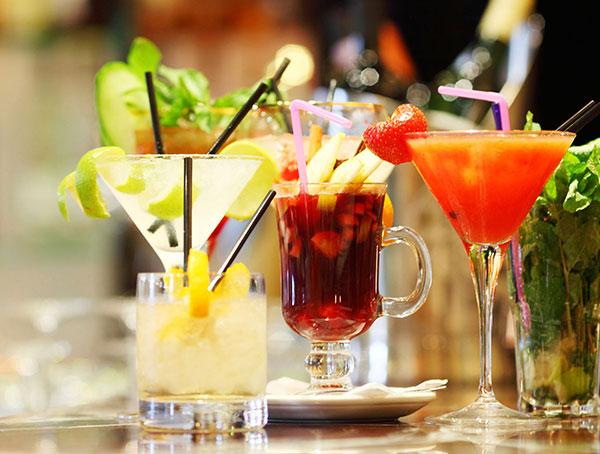 California Restaurant offering Cocktail Facilities