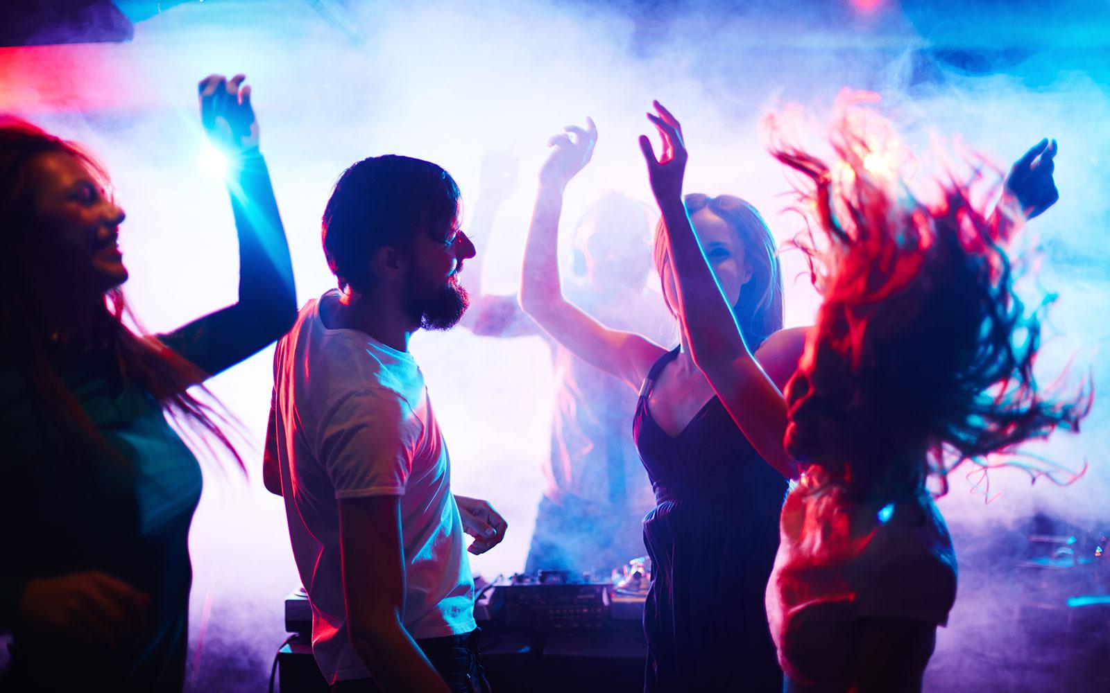 San mateo night club the clubhouse bistro for Disco night club